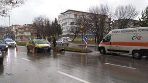 Такси удари жена на пешеходна пътека в Шумен