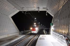Тръгнаха пътническите влакове през новия тунел в Алпите