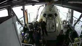 Историческо кацане - SpaceX върна астронавтите от първия частен космически полет