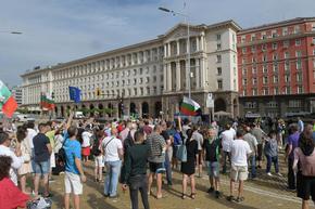 59-ти ден на антиправителствени протести у нас - за кратко бе блокирано движението пред БНБ