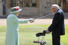 100-годишният ветеран, който събра близо £33 млн. за британската здравна служба, почина от COVID-19