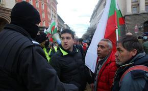 Демонстранти опитаха до нахлуят в Министерски съвет, стигна се до сблъсъци