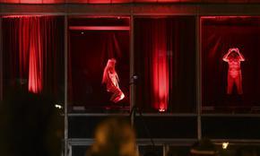 Окончателно: Амстердам гони секс работничките от квартала на Червените фенери