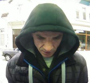 Полицията издирва мъж за изясняване на случай с изчезнали при теглене от банкомат пари