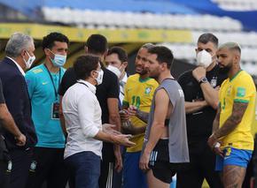 Здравните власти и полицията прекратиха Бразилия - Аржентина