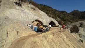 """Станало е срутване в строящия се тунел """"Железница"""""""