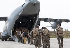 Военните евакуационни самолети започнаха да излитат от Кабул