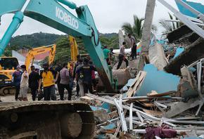 6,2 по Рихтер разтърси Индонезия, сред рухналите сгради е и болница