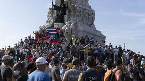 Хиляди кубинци се събраха на неразрешен протест заради кризата