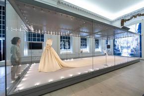 Сватбената рокля на принцеса Даяна е с най-дългия шлейф в историята на кралските сватби