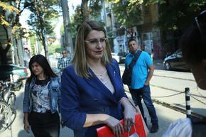 Министър Ахладова: Да се спре новата е-система на съдилищата до 18 декември
