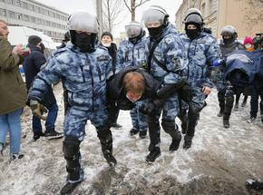 Над 4000 са задържаните на протестите в Русия, сред тях над 80 журналисти