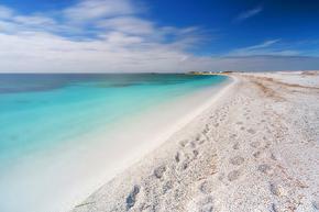 Туристите масово крадат пясък от Сардиния, не ги плаши 3000 евро глоба