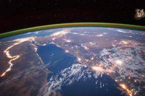 Изкуственото осветление вече причинява системни смущения в природата