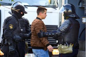 Десетки хиляди в Минск вървят към резиденцията на Лукашенко