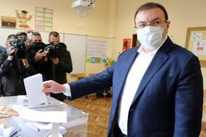 Костадин Ангелов: 15 000 карантинирани след първи април няма да могат да гласуват