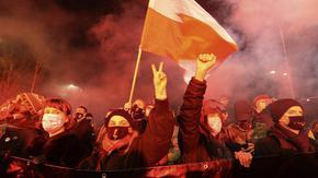 Забраната за абортите в Полша влезе в сила и изкара хиляди на протест