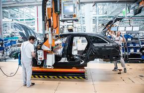 Германски автомобилни заводи може да спрат работа от днес