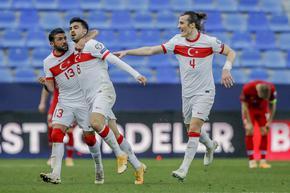 Турция продължава да лети високо, Нидерландия спечели с фенове по трибуните