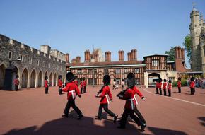 За първи път от началото на пандемията: Смяна на караула в замъка Уиндзор