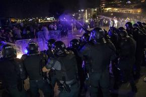 Камъни, газ, обсада на парламента във Вилнюс: Въстание и насилие заради здравния пропуск