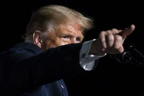 Фейсбук и Туитър блокираха профилите на Доналд Тръмп