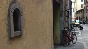 """При чумата и при COVID-19: Флоренция връща традицията на """"прозорчетата за вино"""""""