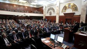 """""""Македонският"""" блок застана зад резолюция за преговорите с България, """"албанският"""" е предпазлив"""