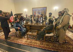 """Талибаните обявиха """"обща амнистия"""" за всички държавни служители"""