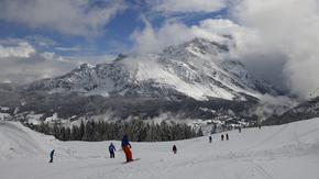Силен снеговалеж отложи началото на световното в алпийските ски