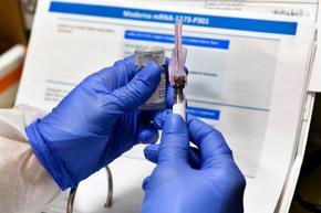 """Почти 2000 дози от ваксината на """"Модерна"""" се развалиха в болница в Бостън"""
