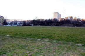 Избраха фирмата, която ще строи тренировъчно игрище и зала над Градския стадион