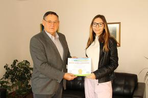 Ученичка от хуманитарната гимназия получи международно отличие