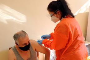 Започна ваксинирането на учителите в Шуменско