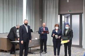 Регионалната здравна инспекция в Шумен получи плакет и грамота от МЗ