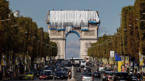 В Париж вече се сбъдва мечтата на Кристо да опакова Триумфалната арка