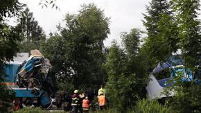 Два влака се сблъскаха в Чехия, има загинали и десетки ранени