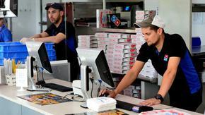 От 1 юли изядената на място пица ще се облага с 9% ДДС, а доставената - с 20%