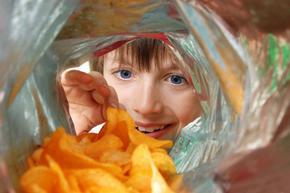 Забраняват се рекламите с деца и на храни, неподходящи за тях