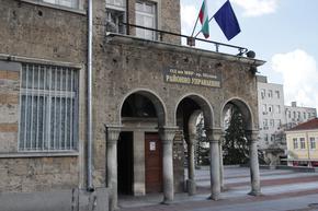 Задържаха двама мъже, опитали да обменят фалшиви банкноти от 500 евро
