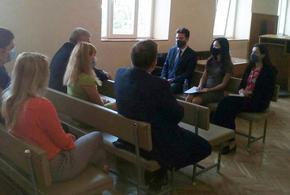 Съдии от Шуменския районен съд разговаряха с прокурор и дипломат от САЩ за върховенството на закона и бъдещото сътрудничество