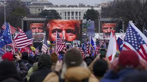 С щурм хора на Тръмп разгониха парламента