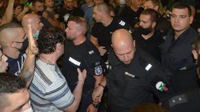 МВР ще проверява полицаи за насилие и нашивки по униформите