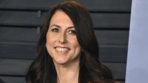 Бившата съпруга на Безос дари $2.7 млрд. на стотици организации