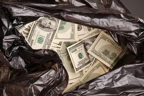 Американско семейство откри 2 чувала с близо 1 млн. долара, оставени на пътя
