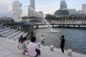 Сингапур затвори кафенетата и моловете за неваксинирани