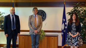 Посланикът на САЩ приветства независимите разследвания на корупцията