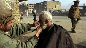 Талибаните забраниха бръсненето на бради в афганистанска провинция