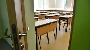 Осем училища в България учат онлайн, 6 други чакат позволение от министъра