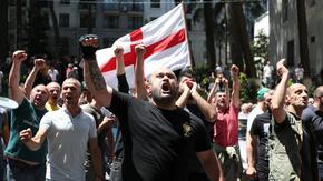 """Първият """"Тбилиси прайд"""" бе отменен след щурм на офиси и насилие над журналисти"""